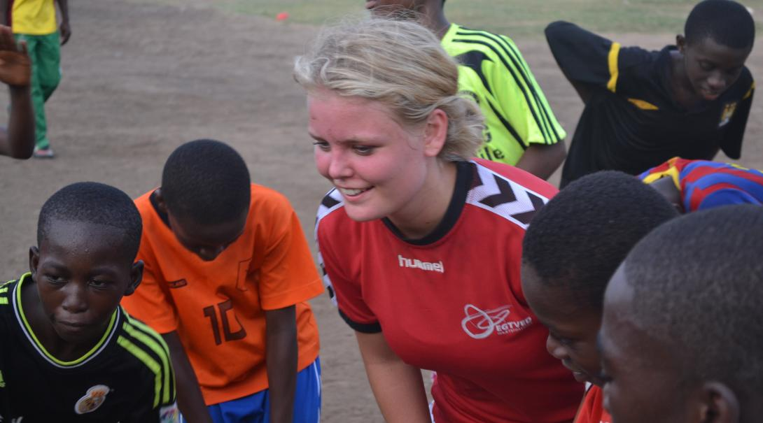 A Projects Abroad volunteer doing a basketball internship in Ghana coaches kids.